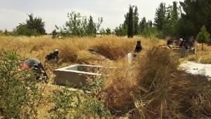 Mezarlıkları Temizlemek İçin Seferber Oldular