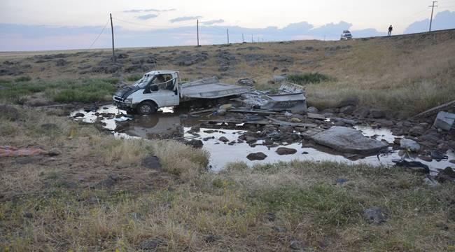 Pikap şarampole devrildi kazada 6 kişi yaralandı