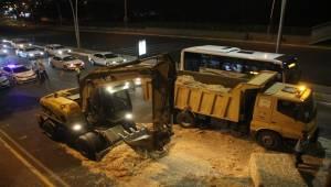 Şanlıurfa'da Tır Üst Geçide Takıldı