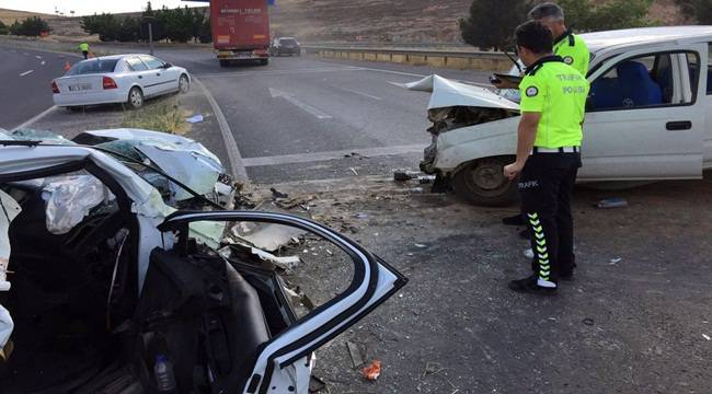 Zincirleme trafik kazasında 1'i ağır 5 kişi yaralandı