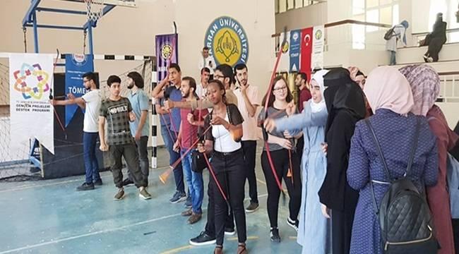 120 Suriyeli Öğrenci İçin Mezuniyet Şenliği Düzenlendi