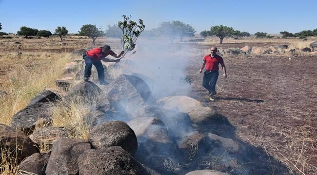Anız yangını buğday ambarlarına sıçramadan söndürüldü