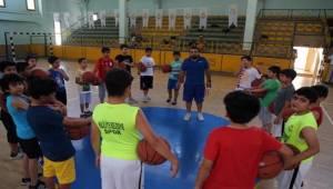 Basketbolun Kurallarını Öğreniyorlar