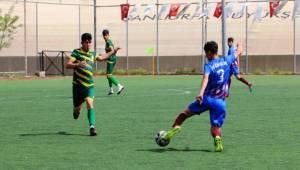 Gençlik Futbol Turnuvasının Startını Veriyor