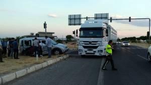 Gölbaşı Şanlıurfa Kavşağında Kaza 1 Yaralı