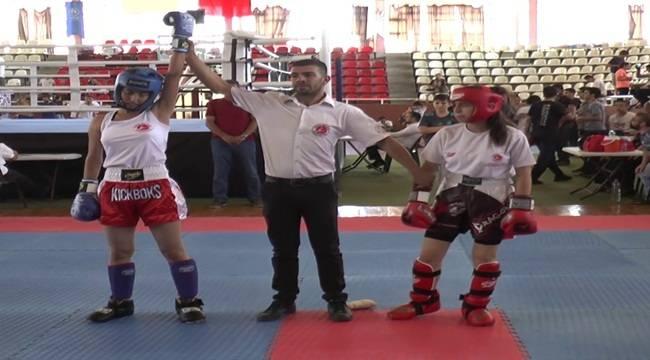 Sporcular Kick Boks Bölge Şampiyonasında Ter Dökdü