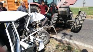 Traktör İle Otomobil Kafa Kafaya Çarpıştı 1 Ölü