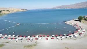 Denizsiz kentlerde yaşayanlar Hazar Gölü'nü tercih ediyor