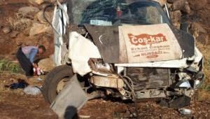 Devrilen minibüsteki 5 kişi yaralandı