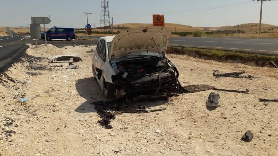 Devrilen otomobildeki 3 kişi yaralandı
