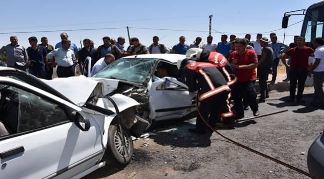 İki Araç Çarpıştı Sürücüler Araçta Sıkıştı