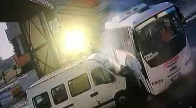 Öğrenci Servisi ile Midibüs Çarpıştı 4 kişi Yaralandı
