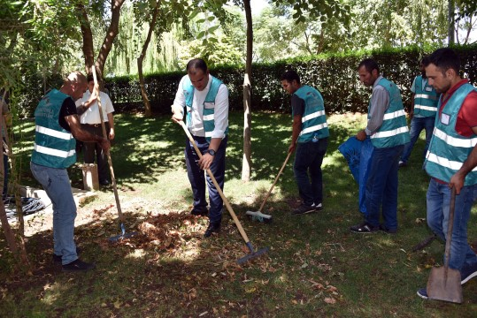 Siverek'te mahkumlar temiz bir çevre için temizlik yaptı