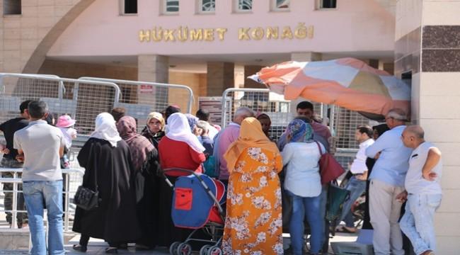Suriyeliler Şanlıurfa Valiliğine Akın Etti
