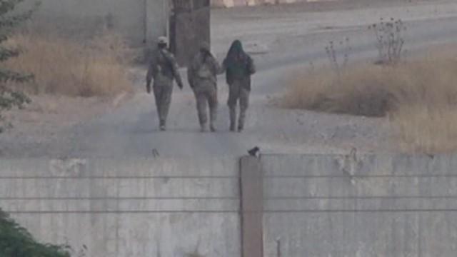 YPG'li teröristler sınırda görüntülendi