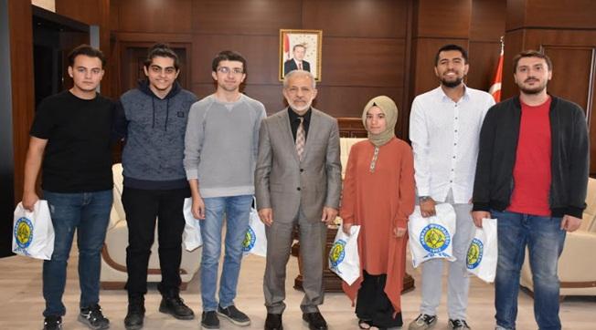 HRÜ Öğrencileri Ekonomik Kalkınma Projesi ile Ödül Aldı