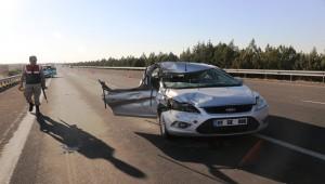 Otomobil Tır'a Çarptı 2 Yaralı