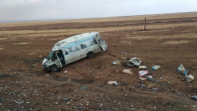 Şanlıurfa'da devrilen araçtaki 2 kişi yaralandı