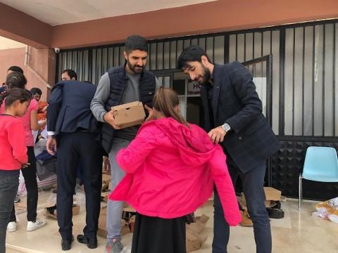 Şanlıurfa'daki ihtiyaç sahibi öğrencilere kıyafet dağıtıldı