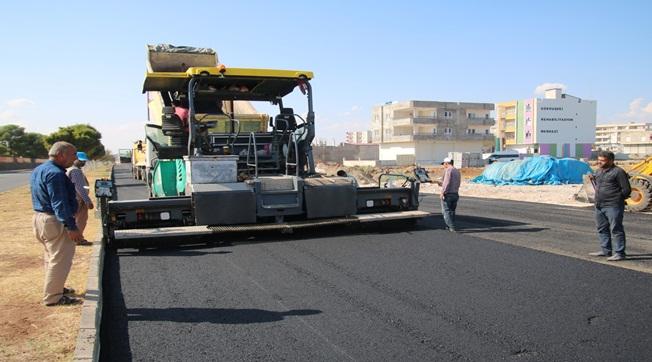 Viranşehir'de Yenihal Caddesini asfaltlanıyor