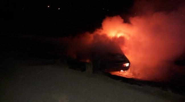 Akçakale'de Park Halinde Otomobil Yandı