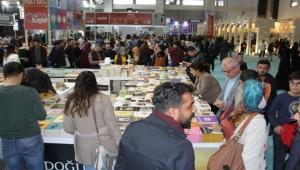 Güneydoğu'nun en büyük kitap fuarına yoğun ilgi