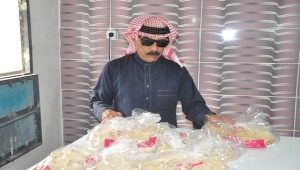 Omar Souleyman Ekmek Dağıtıyor