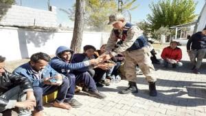 Şanlıurfa-Gaziantep Otoyolunda 39 Kaçak Göçmen Yakalandı