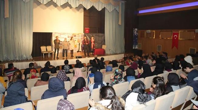 Karaköprü'de Utkan Özpak'ın Yazdığı Hepgül Aysel Sahnelendi