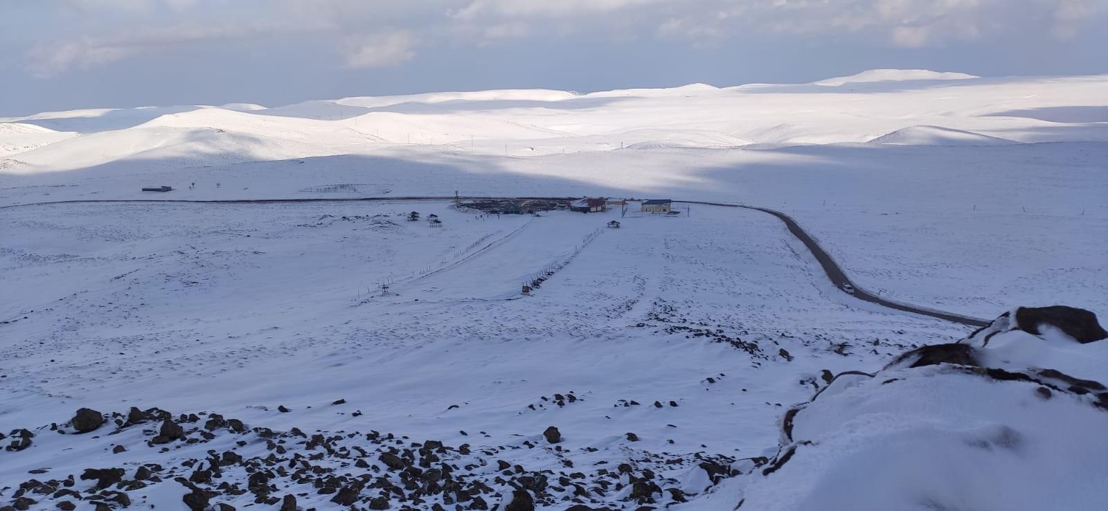 Kayak Merkezine 2019-2020 Yılı Kış Mevsiminin İlk Karı Yağdı