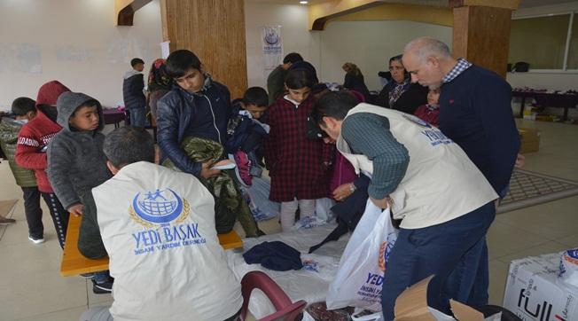 Yedi Başak İnsani Yardım Derneği Kışlık Elbise Dağıttı