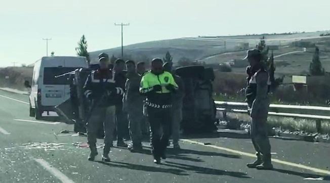 Karaköprü'de Askeri Araç Devrildi 4 Asker Yaralı