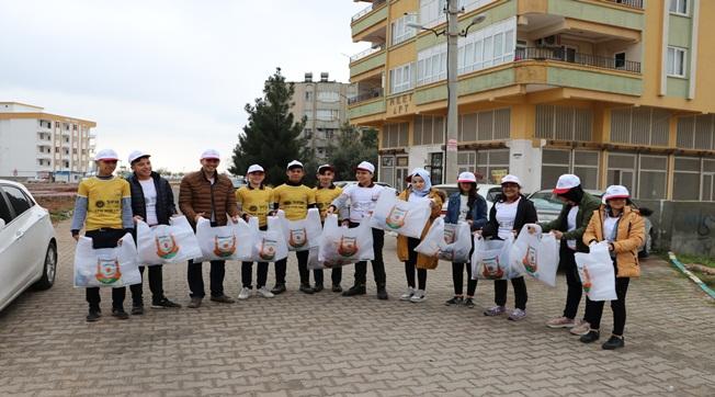 Öğrenciler Ev Ev Gezerek Atıkları Topluyor