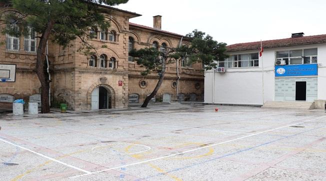 Şehit Nusret Ortaokulunun Duvarı Restore Edildi