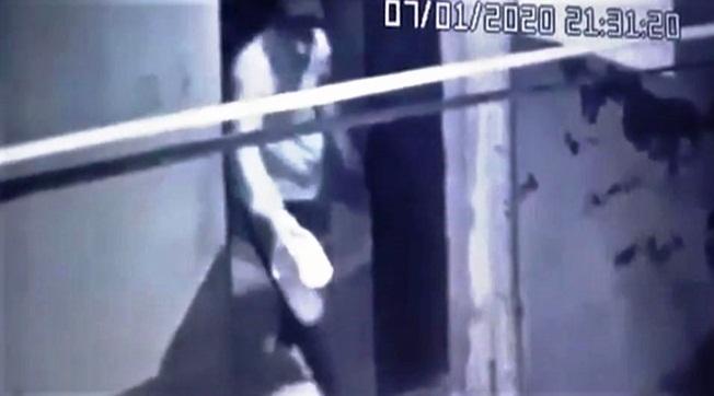 Suruç'ta Açık Kapıyı Gören Hırsız Ayakkabıları Çaldı