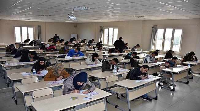 HRÜ'de 5300 Adaya YÖS Sınavı Düzenlendi