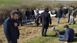 Şanlıurfa Yolunda Otomobil Şarampole Devrildi 2 Yaralı