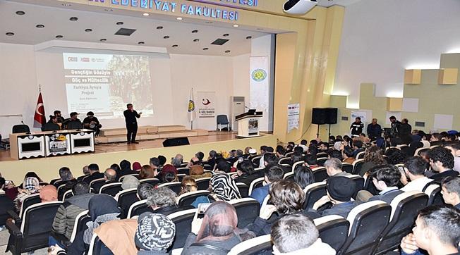 Üniversitede Göç ve Mültecilik Çalıştayı Başladı