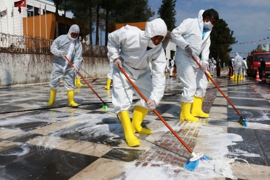 Akçakale'de çarşı merkezi dezenfekte edildi