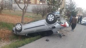 Minibüs ile otomobil çarpıştı: 2 yaralı
