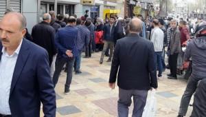 Şanlıurfalılar tedbirlerine uymayarak sokaklara akın etti