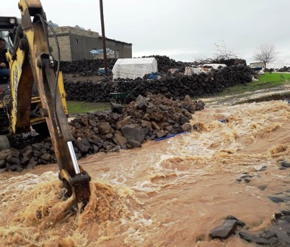 Viranşehir'de sağanak yağmur sele dönüştü