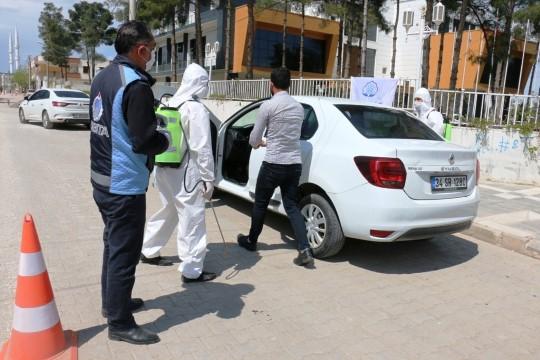 Akçakale'de özel araçlar dezenfekte ediliyor
