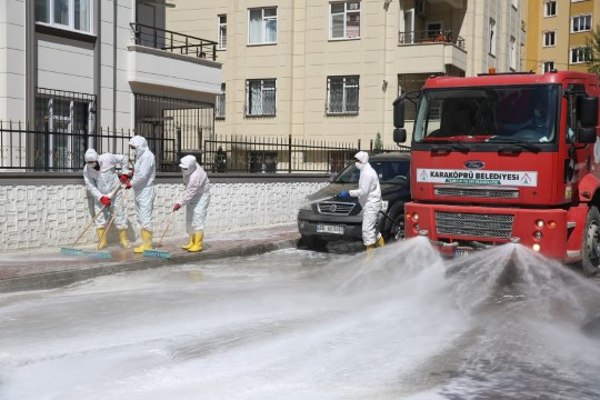 Karaköprü'de dezenfekte timi çalışmalarını sürdürüyor