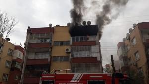 Şanlıurfa'da çıkan yangında 2 kişi mahsur kaldı