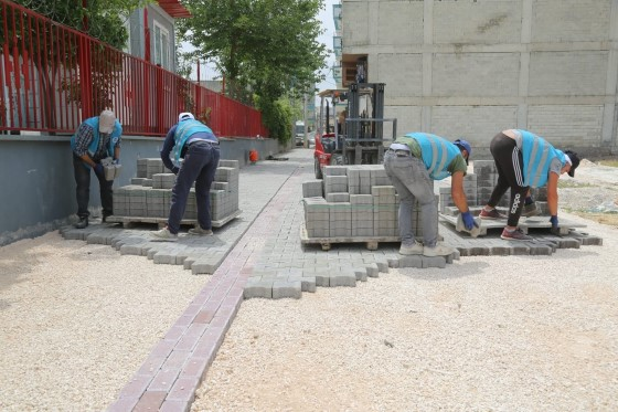 Eyyübiye'de yol yapım çalışmaları sürüyor