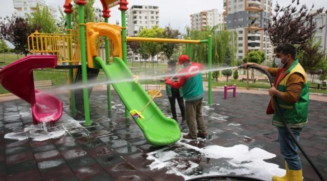 karaköprü'de parklar çocuklar için hazırlanıyor (video)