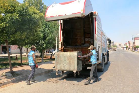 Akçakale'de çöp konteynerleri yıkanarak dezenfekte edildi (Video)