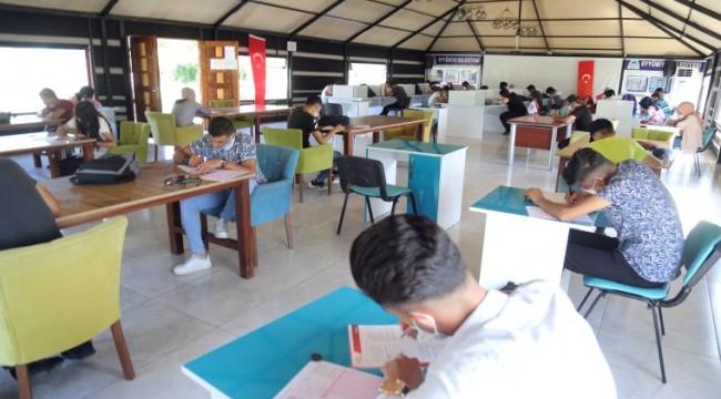 Fakir öğrenciler YKS sınavına hazırlanıyor (video)