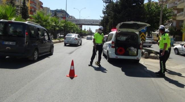 Urfa'da otomobil Refüje çarpıp devrildi. 1 yaralı (video)